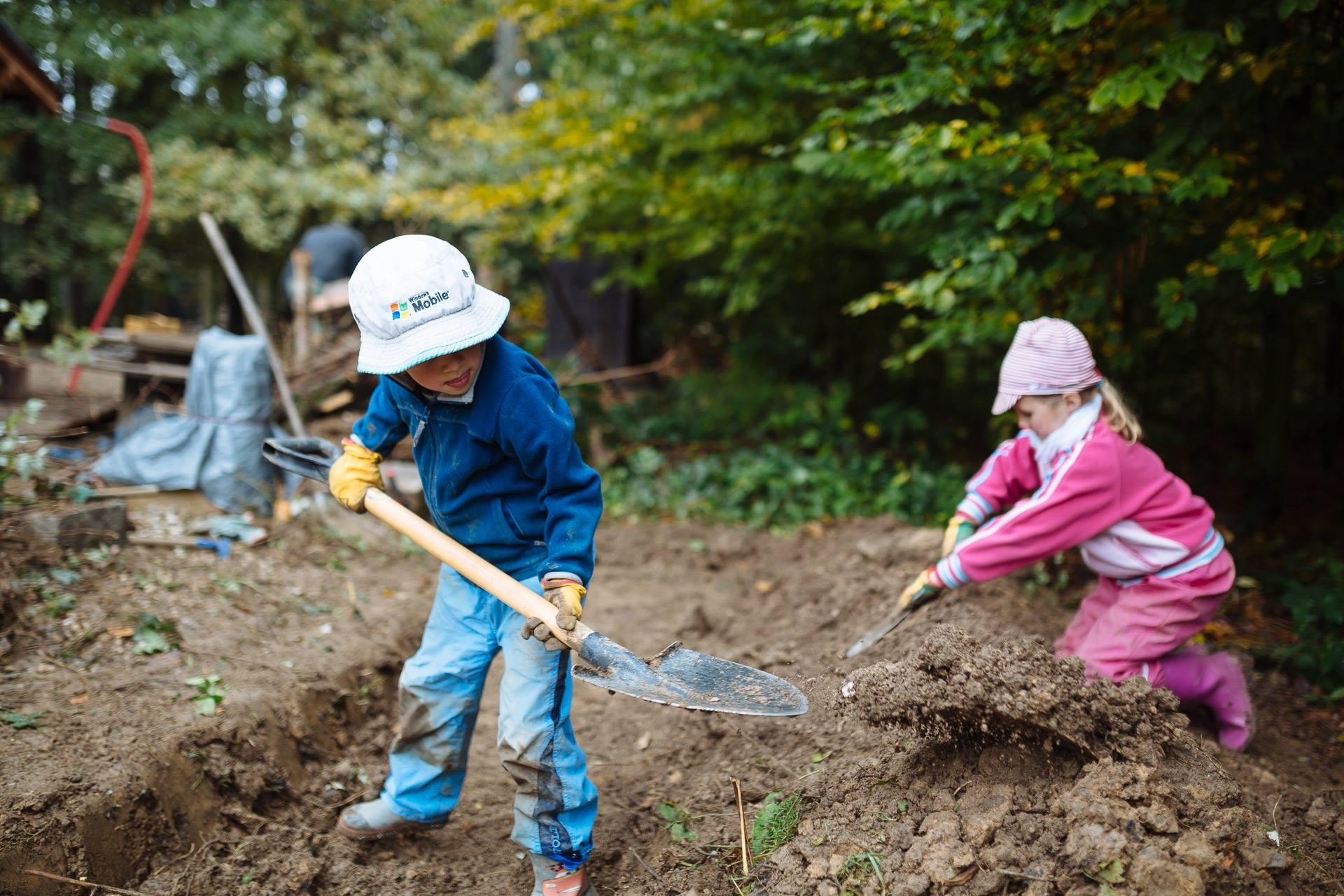 Rodiny pomáhaly v lesní školce